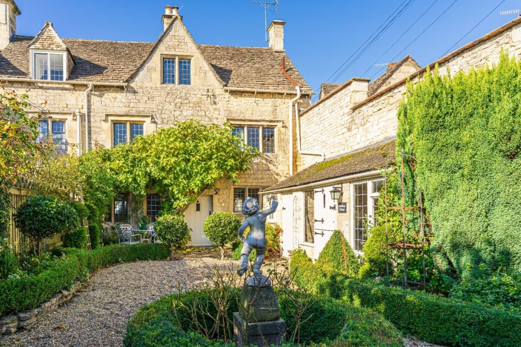 Summer Holiday Cottages in Cotswolds